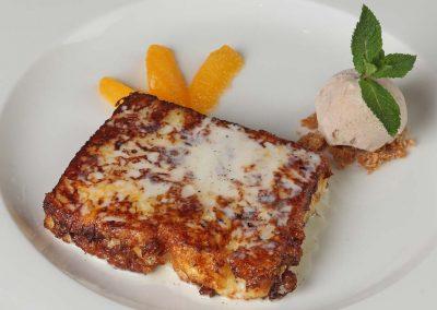 Torrija de Brioche con helado de canela y naranja